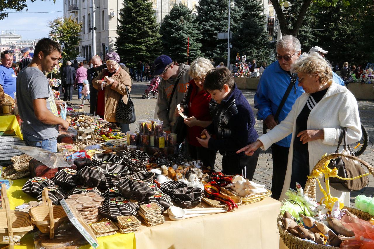 День города в Краснодаре: Ярмарки народных промыслов, цветов, вина и меда ©Фото Ярослава Потапова, Юга.ру