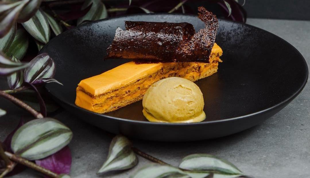Тыквенный медовый рыжик с мороженым из тыквы и банана