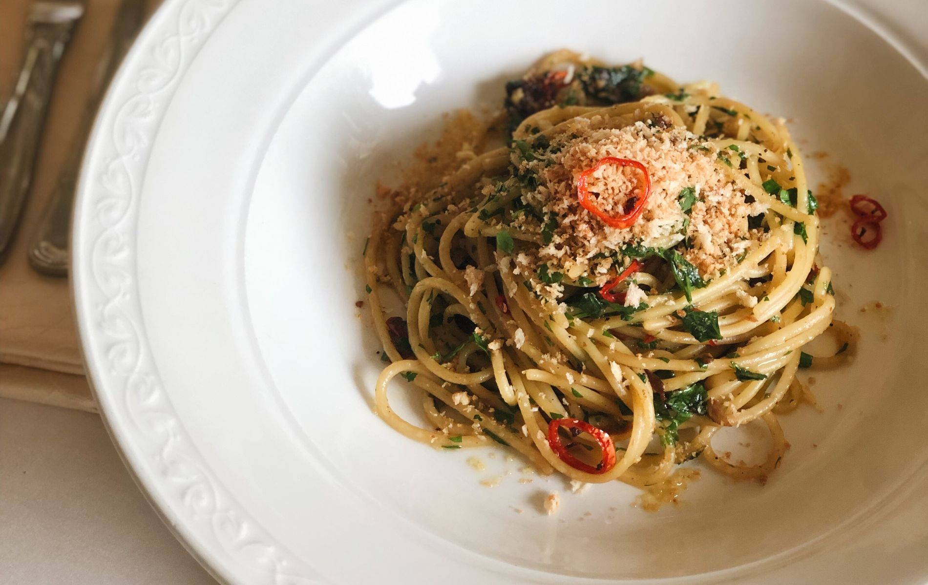 Спагетти алио олио с чесночными сухарями ©Фотография предоставлена заведением