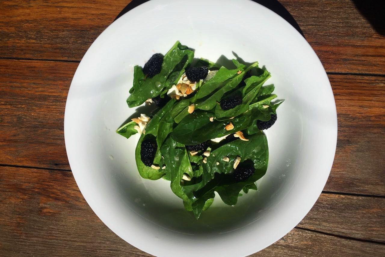 Салат с шелковицей