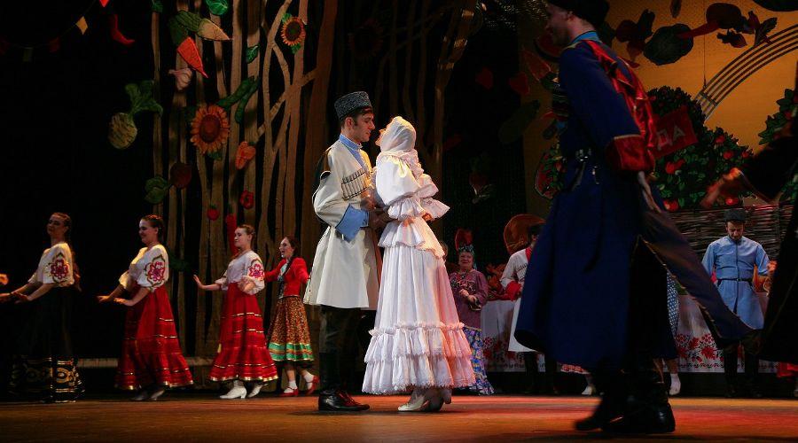 Кадр из спектакля «Кубанские казаки» © Фото Ульяны Костюковой