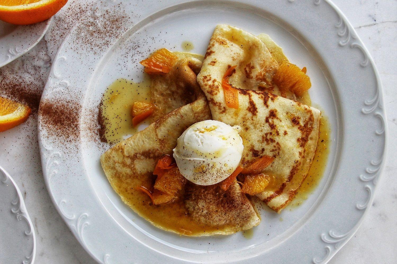 Креп сюзетт с с апельсином и ванильным мороженым в ресторане «Плакучая ива», г. Сочи ©Фото предоставлено рестораном