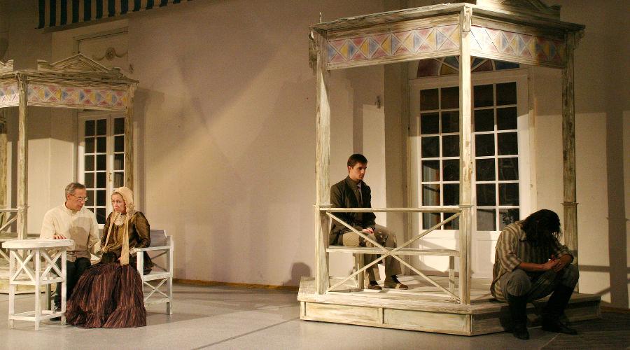 Кадр из спектакля «Отцы и дети» © Фото пресс-службы Молодежного театра