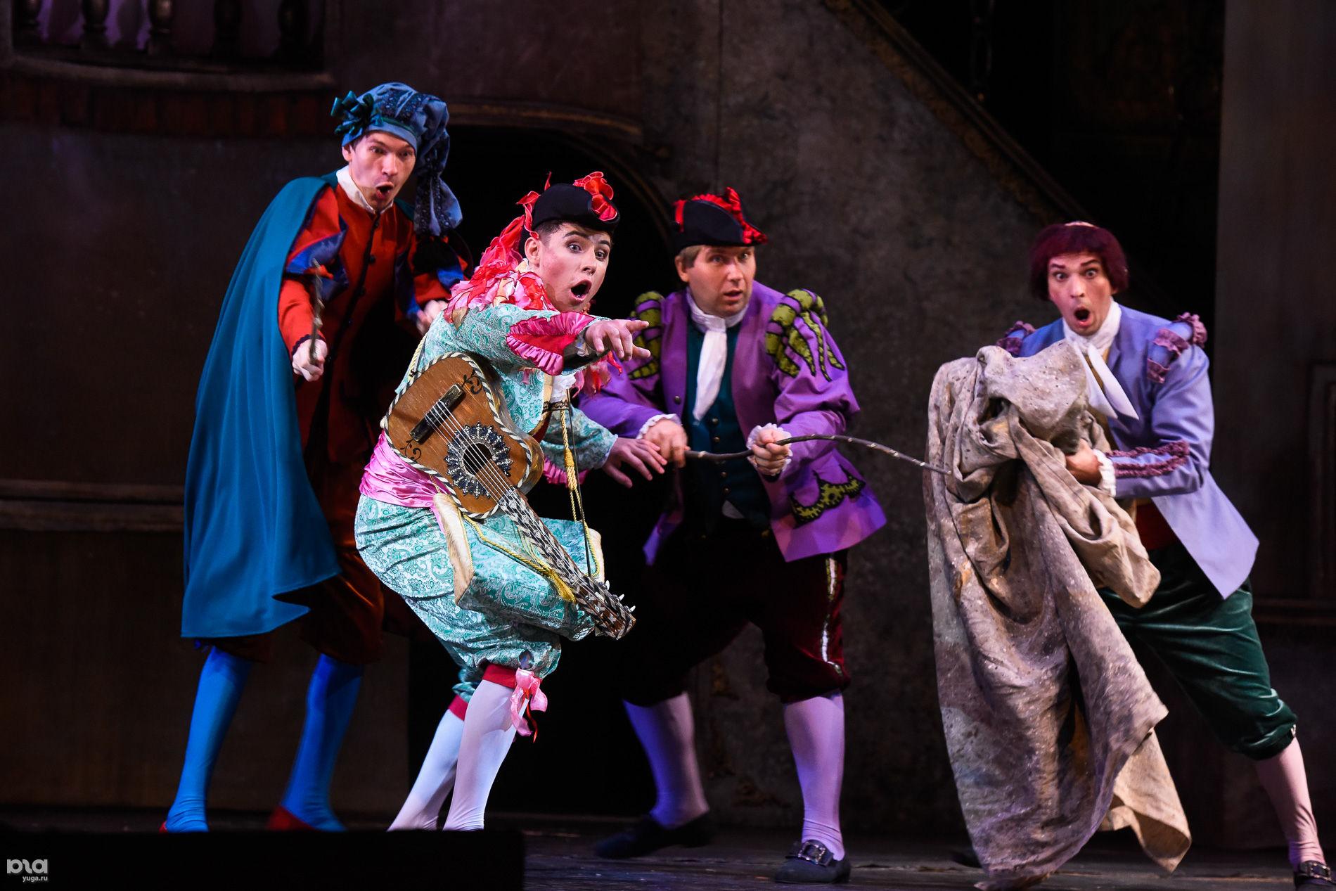 Предпремьерный показ оперы «Севильский цирюльник» ©Фото Елены Синеок, Юга.ру