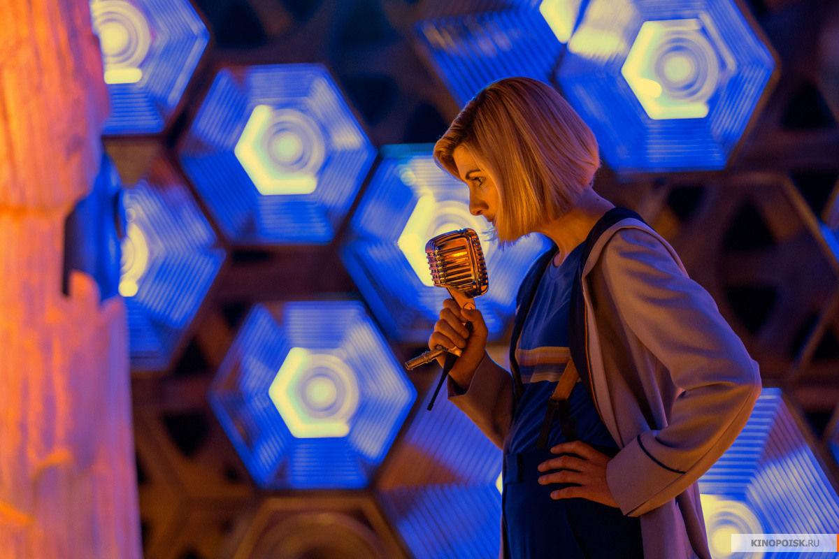 Кадр из эпизода «Решение» британского телесериала «Доктор Кто», реж. Уэйн Йип, 2019 год ©Фото с сайта kinopoisk.ru