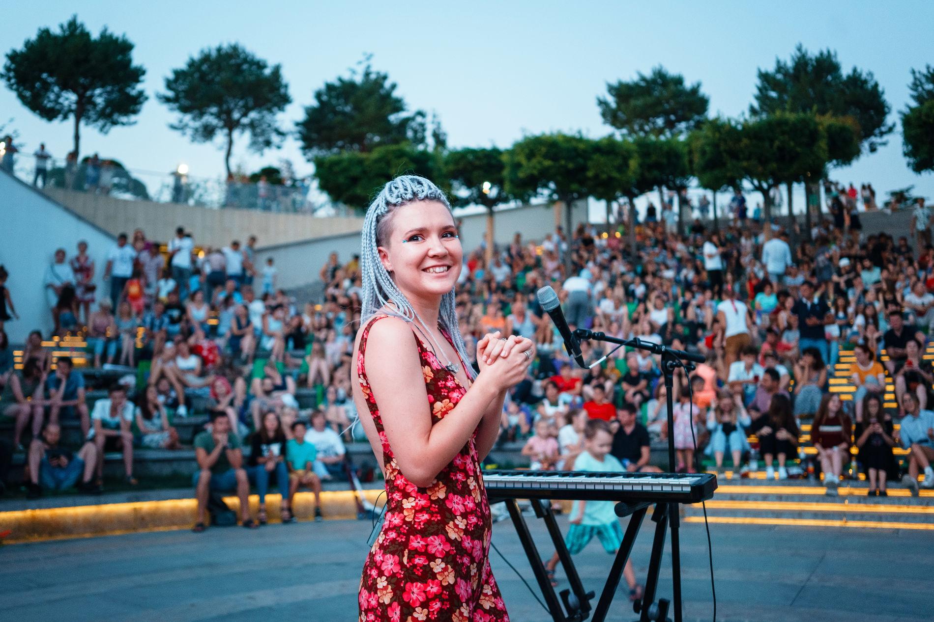 Оксана Аулова (Волуа) на концерте в парке «Краснодар» ©Фото из личного архива Оксаны Ауловой