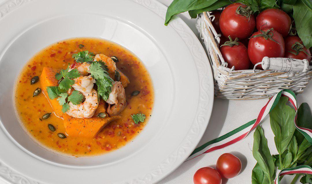 Креветки в соусе чили с тыквой ©Фото со страницы ресторана Nonna Mia в инстаграме www.instagram.com/ristorante_nonnamia