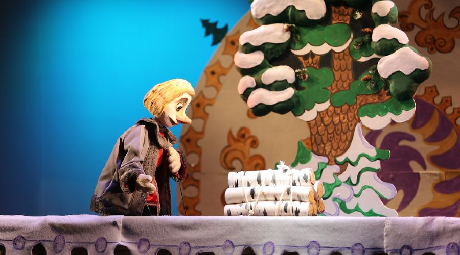 Спектакль «По Щучьему велению» © Фото с сайта kmto-premiera.ru
