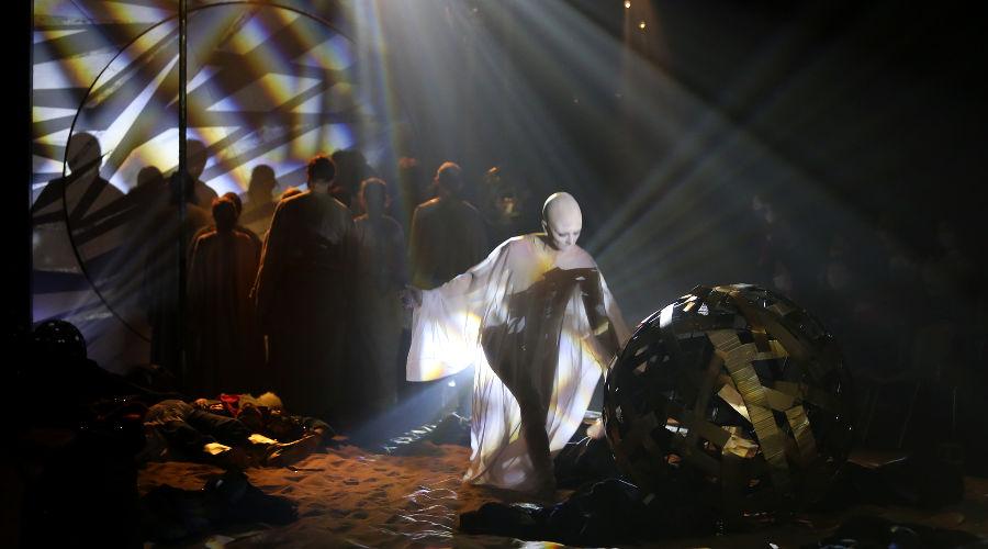 Кадр из спектакля «Золотой петушок» © Фото Марины Богдан