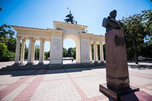 Сквер им. Маршала Г.К. Жукова © Фото Елены Синеок, Юга.ру