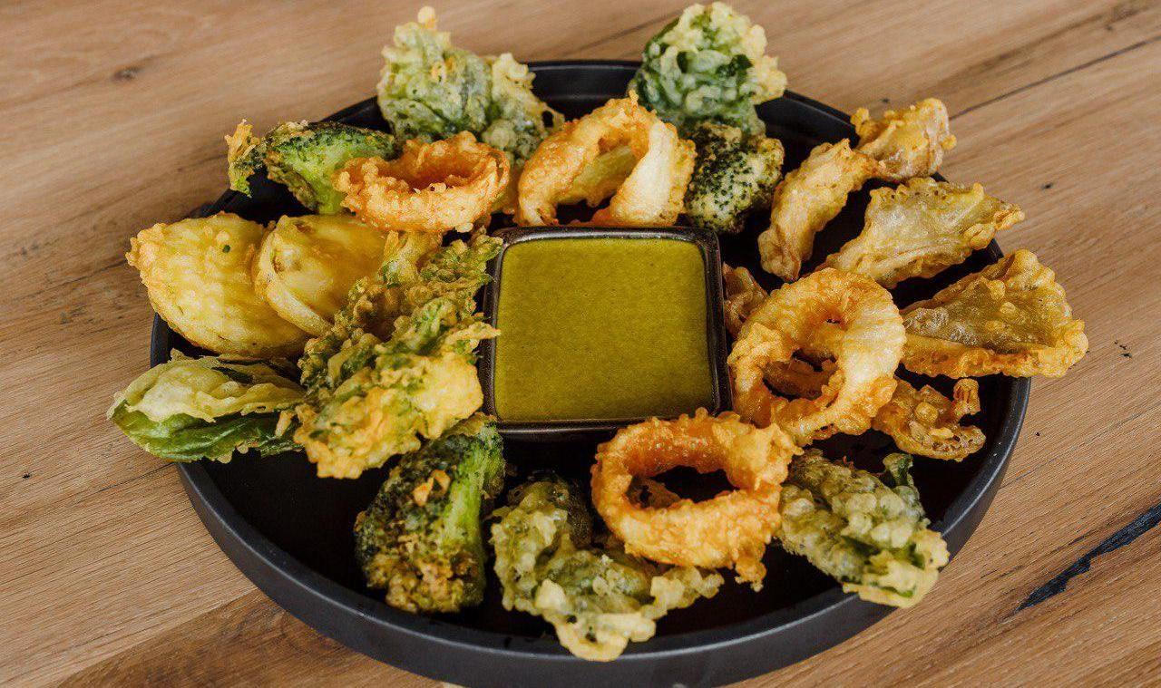 Кальмар с овощами в темпуре ©Фотография предоставлена заведением