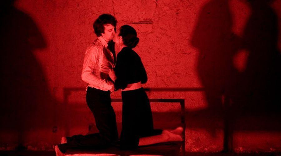 Кадр из спектакля «...ТЕБЯ...» © Фото из группы «Один театр» «ВКонтакте» vk.com/odin_teatr