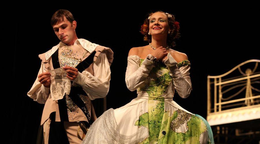 Спектакль «Хитроумная влюбленная» © Фото из группы «Театр Драмы» «ВКонтакте» vk.com/dram_teatr