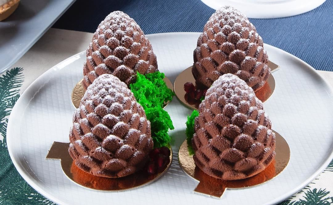 Пирожное «Шишка» ©Фото со страницы сети кондитерских «Патрик & Мари» в инстаграме instagram.com/patrik_mari