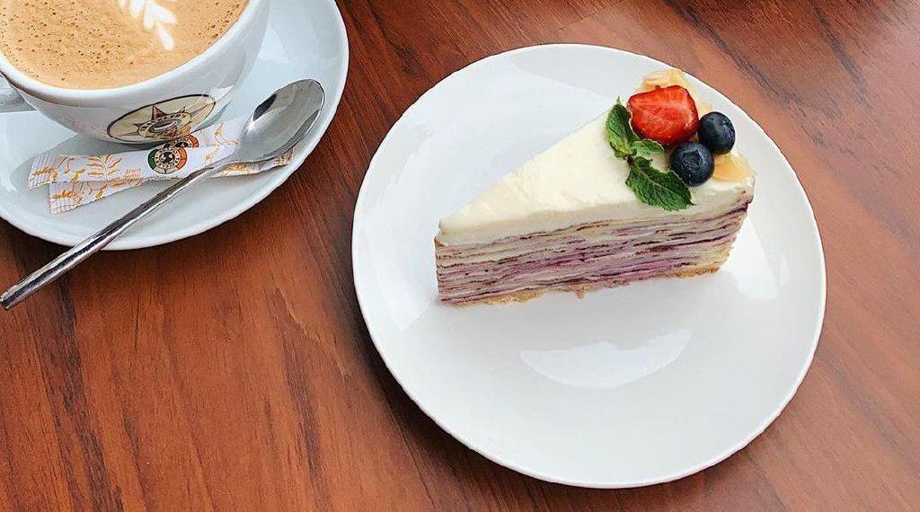 Блинный торт ©Фото со страницы Traveler's Coffee в инстаграме, www.instagram.com/travelerscoffeekrasnodar