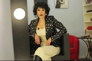 Сола Монова © Скриншот видео с сайта youtube.com,  Поэт Сола Монова, Одна дает, другая не дает