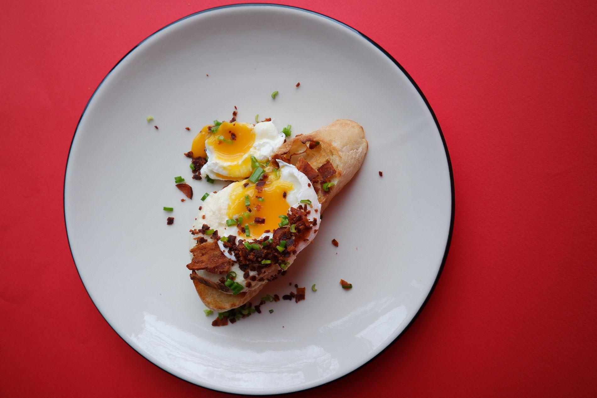 Брускетта чиабатта с сыром и беконом ©Фото предоставлено PR-службой Mr. Drunke Bar