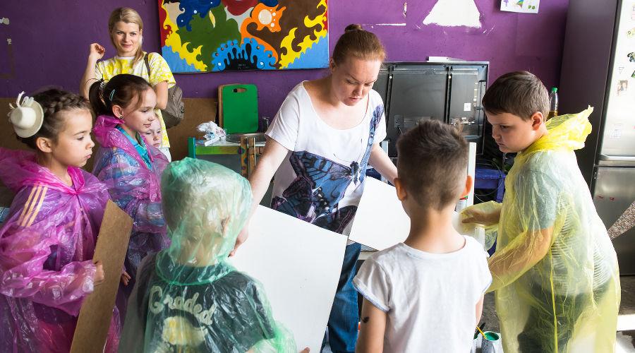 Первое занятие в летнем арт‑кампусе «Типографии» © Фото Елены Синеок, Юга.ру