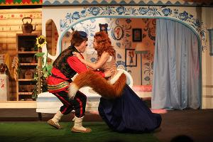 Кадр из спектакля «Лиса и Медведь» © Фото из группы «Театр Драмы» «ВКонтакте» vk.com/dram_teatr