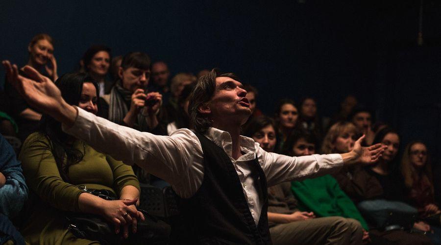"""Спектакль «Э.М.» © Фото из группы «Театр """"Люди-Игры""""» «ВКонтакте» vk.com/psyartstudio_peoplegames"""