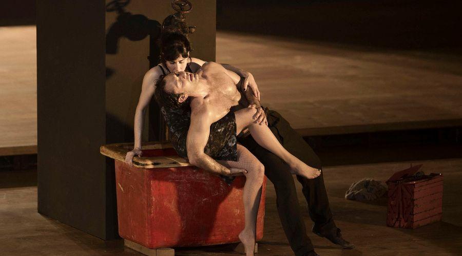 Кадр из спектакля «Одержимость» © Фото из группы «TheatreHD» «ВКонтакте» vk.com/theatrehd