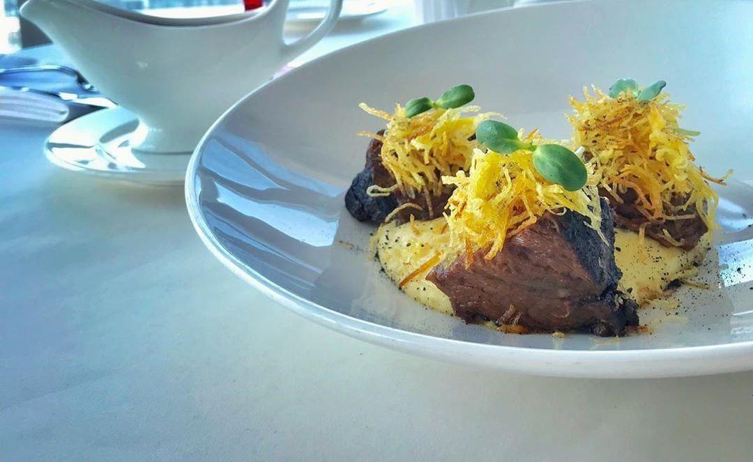 Телячьи щечки с мясным соусом и пюре ©Фото со страницы ресторана «Барин» в инстаграме, www.instagram.com/barinrest